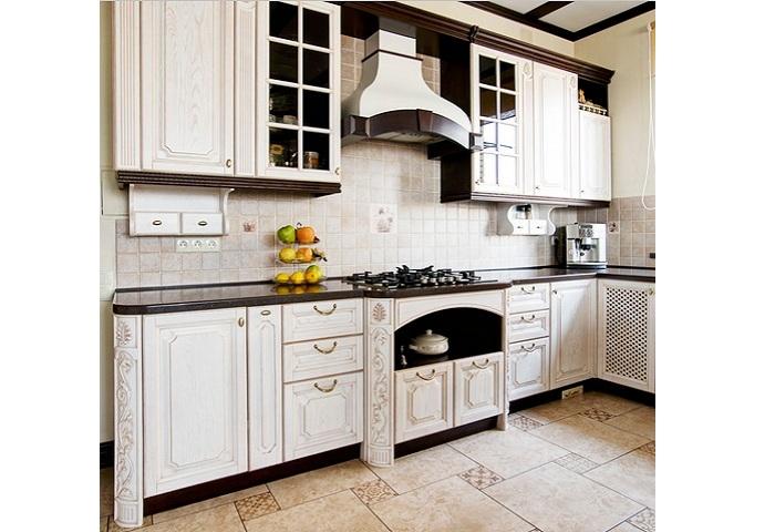 Кухня из массива ясеня с патиной.