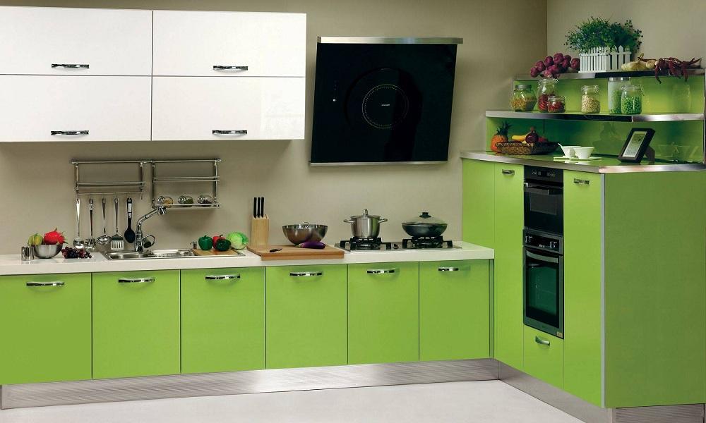 Кухня в интерьере с акриловыми фасадами