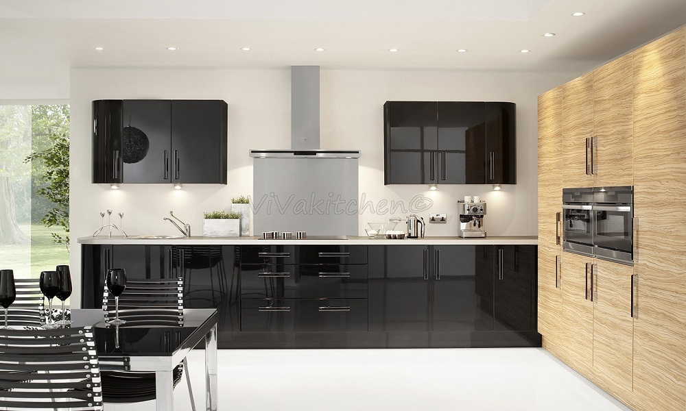 Интерьер кухни с фасадами из пластика