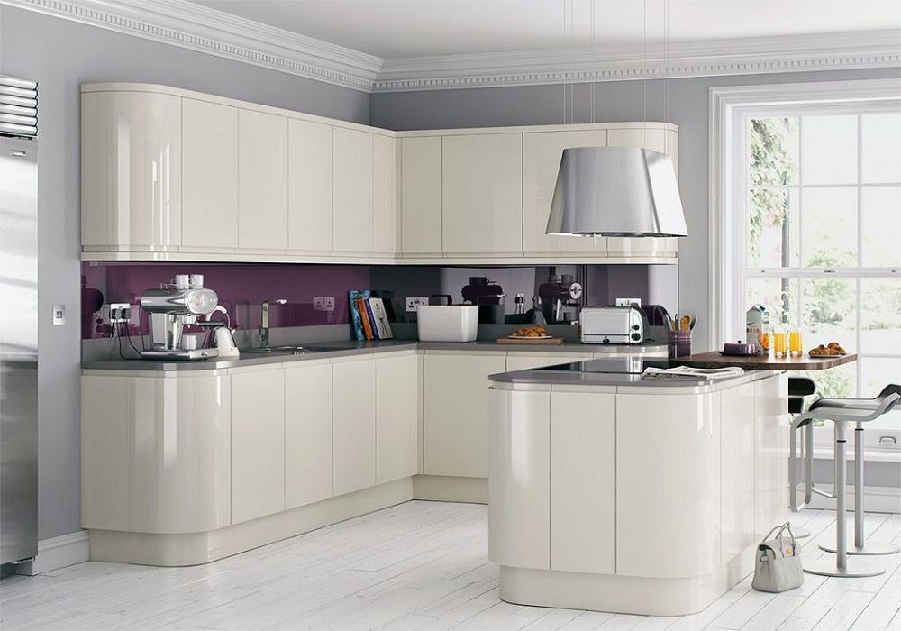угловая кухня с радиусными фасадами