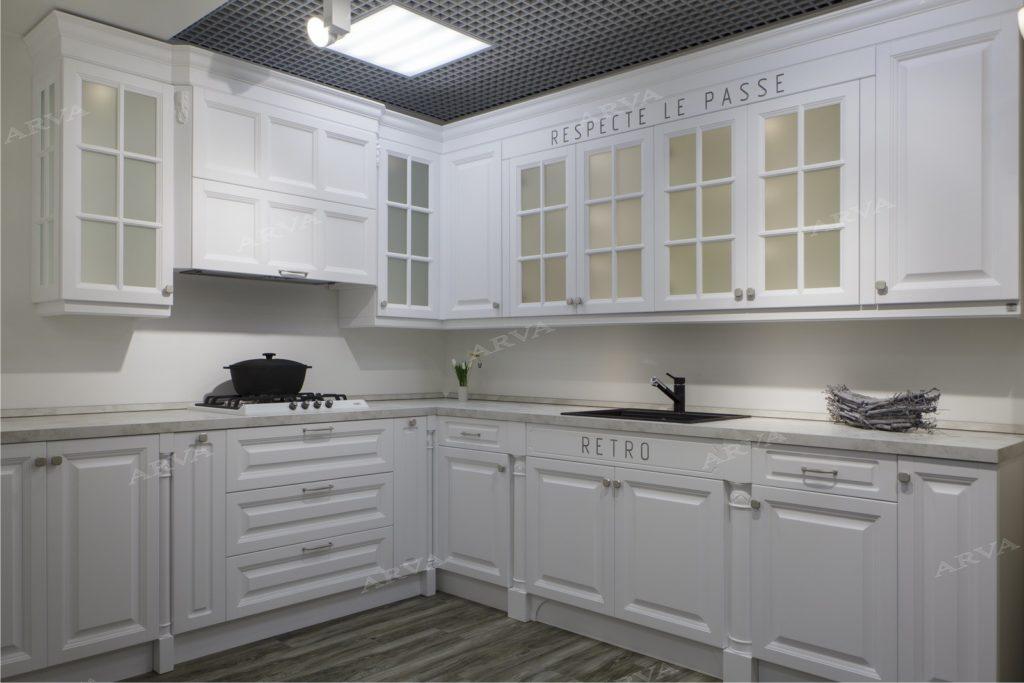 Элегантная белая кухня в стиле прованс на заказ в