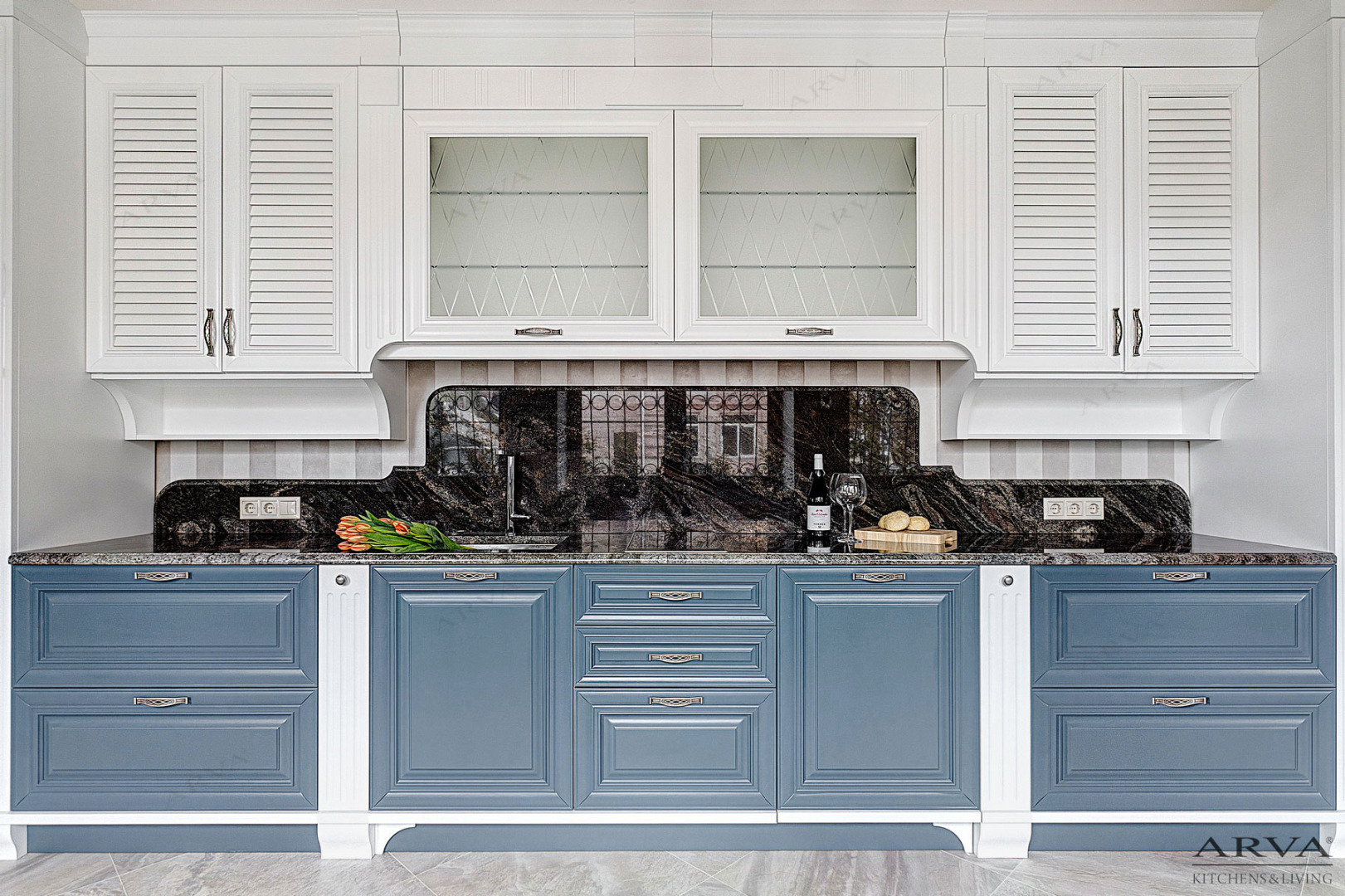 Кухня белый верх синий низ из массива березы ARVA