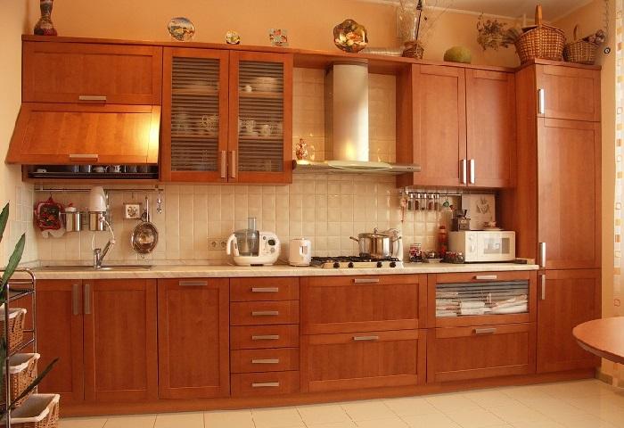 Кухня цвета орех. Стиль модерн.