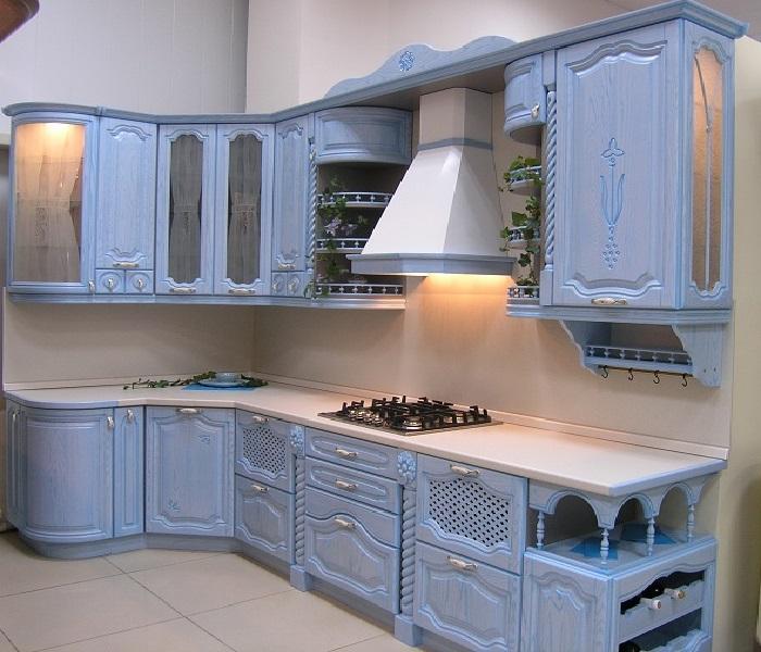 Романтичная голубая кухня из дерева под заказ в