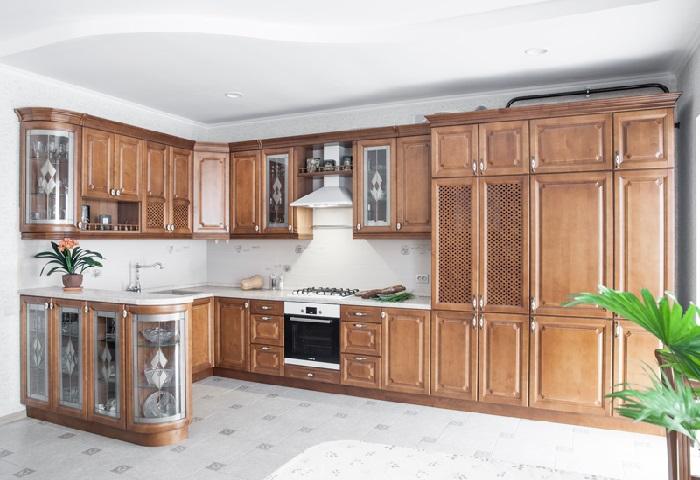 Угловая кухня в классическом стиле на заказ в